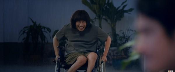 Kiều Minh Tuấn với tạo hình mới lạ và hài hước.