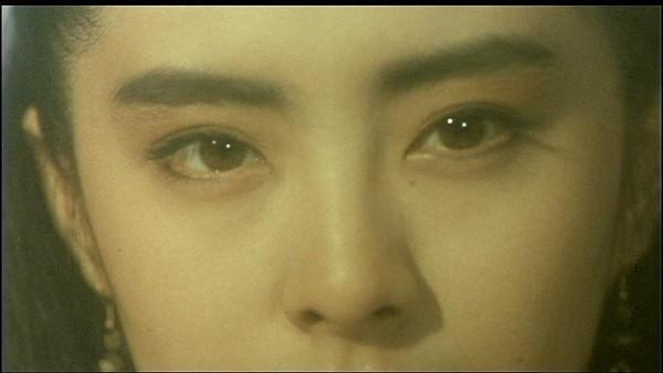 Đôi mắt và cặp mày độc đáo của Vương Tổ Hiền.