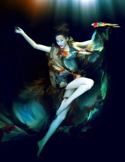 Trong trang phục củaNTK Đỗ Mạnh Cường, người đẹp Võ Hoàng Yến càng thanh thoát hơn khi thực hiện bộ ảnh dưới làn nước.