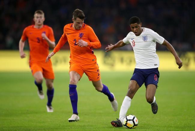 Cũng như người đàn anh Lingard, Rashford cũng đã có được một trận đấu năng nổ ở vị trí trung phong nhưng tiếc rằng anh không có được bàn thắng cho đội tuyển Anh. Trước tình huống ghi bàn của Lingard, nếu như trọng tài chính xác hơn trong tình huốngMatthijs de Ligtphạm lỗi với anh thì có lẽ tiền đạo trẻ của M.U đã có thể đem về một quả penalty cho đội nhà.