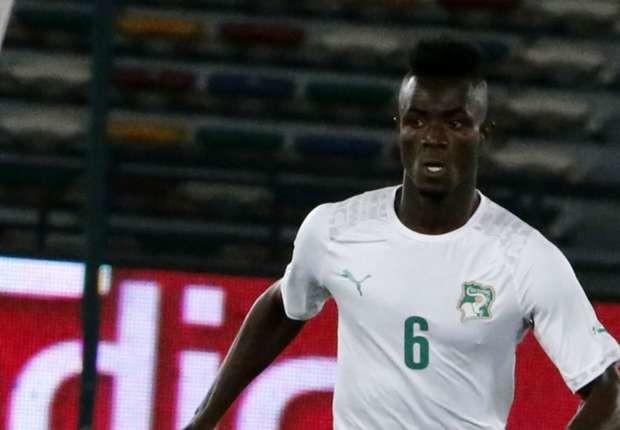 Trong trận đấu giao hữu mới đây với Togo, Eric Bailly đã chơi trọn vẹn 90 phút và điều này chứng tỏ trung vệ của United đã hoàn toàn bình phục chấn thương. Trận cầu kết thúc với tỉ số hòa 2-2 và Bailly đã chơi không hề tồi một chút nào. Vì thế, sự bình phục hoàn toàn của anh mang đến tin vui cho Mourinho bở vì hiện tại, anh chính là điểm tựa của hàng phòng ngự Quỷ đỏ ở thời điểm hiện tại.