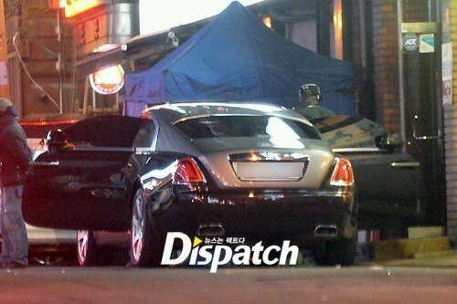Jaejong được bắt gặp mang dép lê diện trang phục giản dị lái siêu xe đi ăn tối.