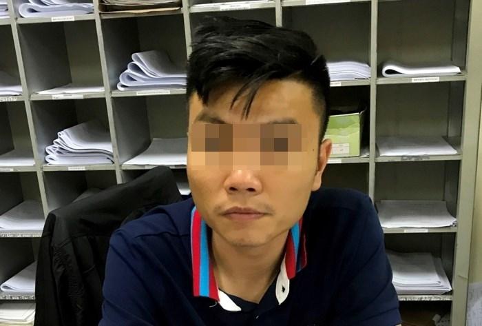 Lưu Trường San tại cơ quan điều tra. (ảnh T.M)