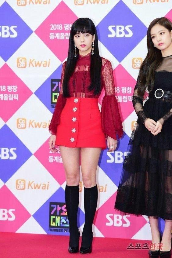 Stylist lên tiếng giải thích vì sao Jennie luôn là thành viên được ưu ái mặc đẹp nhất Black Pink