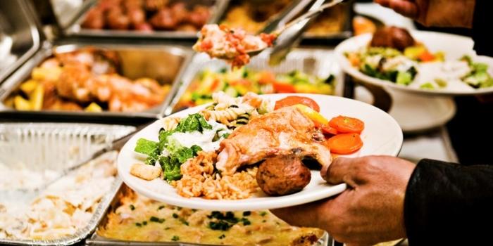 Giành một miếng ăn sẽ bị đánh giá là thiếu ý thức và tham lam.