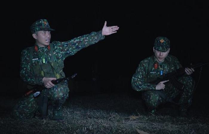 Không còn khóc vì vất vả trong quân ngũ, giờ đây Hoàng Tôn còn vui vẻ hỏi lợn: