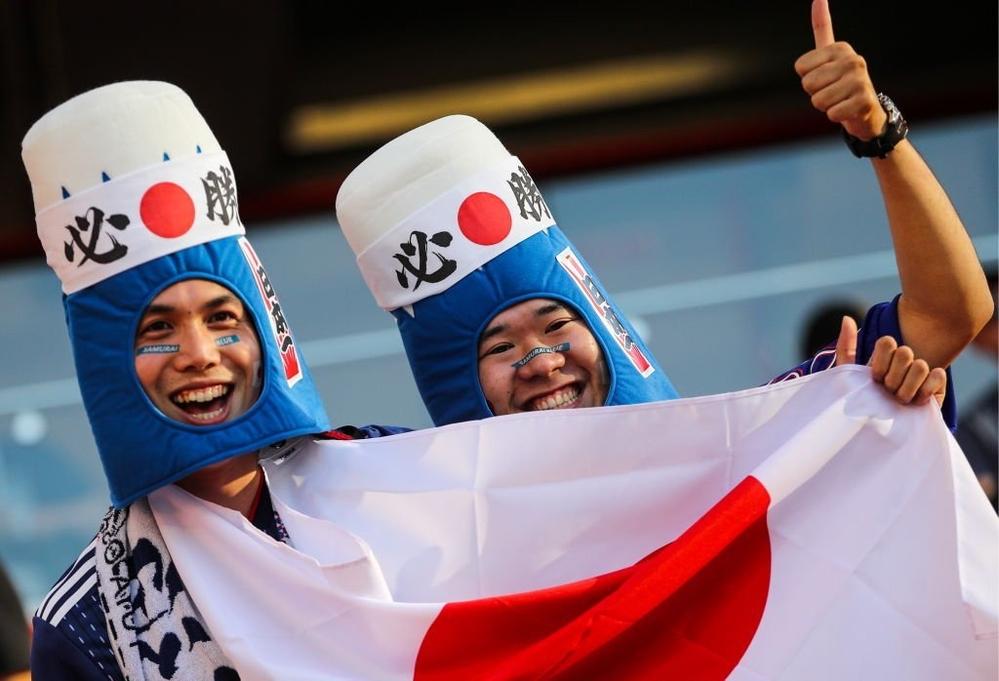 Họ đội những chiếc mũ mang đậm nét văn hoá của xứ sở mặt trời mọc.