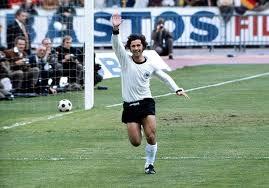 10 bàn thắng ghi được ở World Cup 1970 và 4 bàn ghi được ở World Cup 1974 giúp Muller ghi được tổng cộng 14 bàn thắng trong hai kì World Cup mình tham gia. Ông giữ kỉ lục là chân sút ghi nhiều bàn thắng nhất các kì World Cup trong suốt 32 năm, trước khi kỉ lục này bị phá vỡ bởi Ronaldo vào năm 2002.