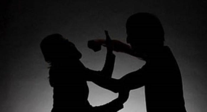 Ông T. đã bất ngờ lên cơn tâm thần và sau đó dùng dao truy đuổi, chém nhiều nhát vào người vợ mình. (Ảnhminh họa)