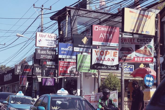 Trung tâm Kuta có không thiếu những khu vui chơi, mua sắm, ăn uống mà bạn hàng mong muốn