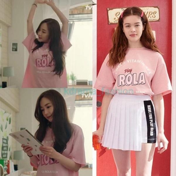 Ngoài những trang phục công sở ấn tượng, Park Min Young cũng sở hữu những chiếc áo thun đơn giản, thích hợp diện khi ở nhà như thế này đây. Chiếc áo hồng xinh xắn rola này có giá khoảng 780.000 đồng.