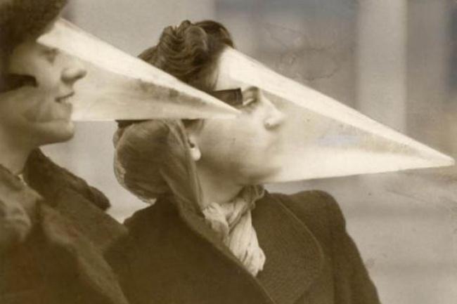 Đây là mặt nạ chống nước để bảo vệ lớp trang điểm của phụ nữ phương Tây thời xưa.