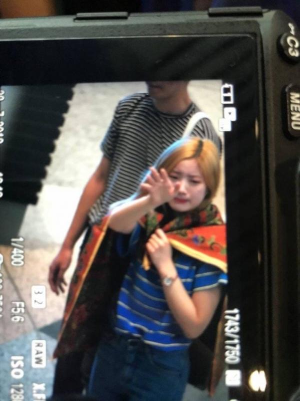 Fan hâm mộ đau lòng trước khoảnh khắc TWICE bật khóc tại sân bay Malaysia sau sự cố hủy concert