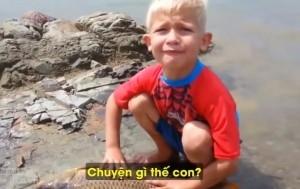 Chú bé khóc nức nở vì một chú cá chết cực đáng yêu: 'Da nó đang bong ra rồi…'