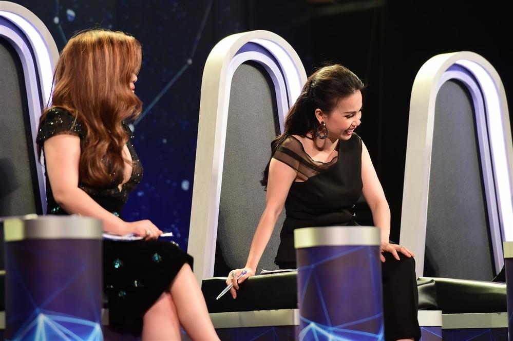 Cẩm Lykhiến khán giả bất ngờ về độ duyên dáng khi pha trò của cô trên sóng truyền hình. - Tin sao Viet - Tin tuc sao Viet - Scandal sao Viet - Tin tuc cua Sao - Tin cua Sao