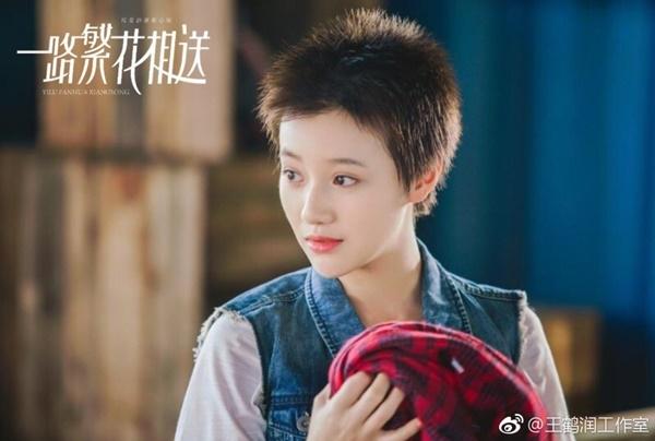 Dù có nhiều tranh cãi xung quanh việc diễn xuất của cô nàng nhưng Vương Hạc Nhuận luôn có sự thay đổi hình tượng linh hoạt cho phù hợp với từng vai diễn.
