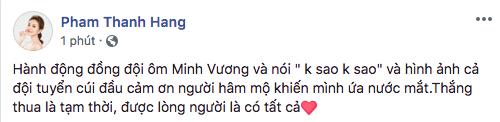 Siêu mẫu Thanh Hằng vẫn dành lời khen và tình cảm của mình đến với các cầu thủ. - Tin sao Viet - Tin tuc sao Viet - Scandal sao Viet - Tin tuc cua Sao - Tin cua Sao