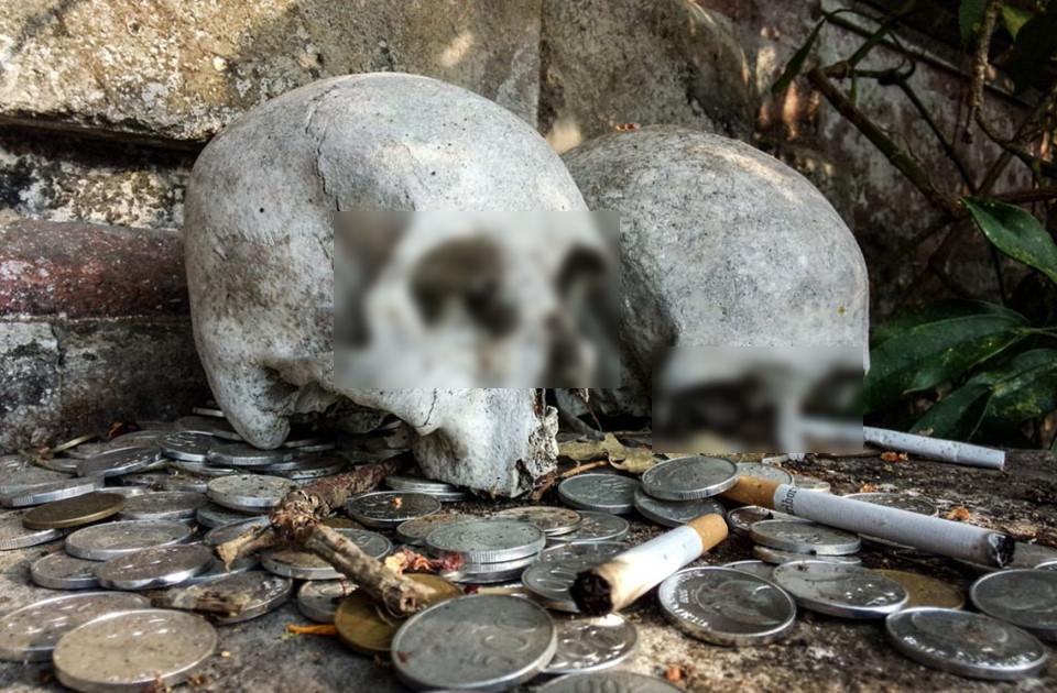 Khiếp hãi với ngôi làng có phong tục... phơi xác người chết trong lồng tre để tự phân hủy