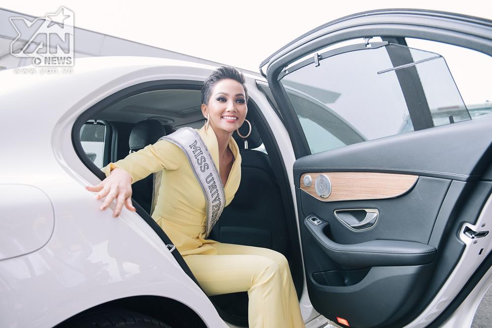 Hoa hậu H'Hen Niê mang theo 12 hành lý chính thức lên đường dự thi Miss Universe 2018 - Tin sao Viet - Tin tuc sao Viet - Scandal sao Viet - Tin tuc cua Sao - Tin cua Sao
