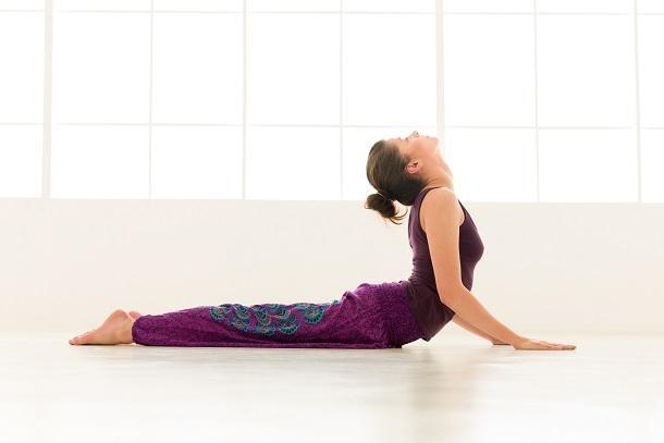 Những độngtác yoga nhẹ nhàng có thể giúpbạn thoảimái hơn trong những ngàynày.