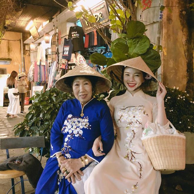 Người hâm mộ Việt Nam nhanh chóng để lại nhiều bình luận chào đón cô nàng xinh đẹp