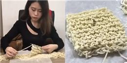 Mê mẩn với clip tự làm 'mì tôm đan len' của cô nàng 'thánh ăn công sở'