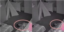 Đặt camera trong phòng con, bố phát hiện 'cảnh tượng kì dị'