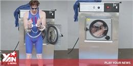 """Hết hồn với người đàn ông liều chết để """"giặt chính mình"""""""