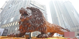 Sự thật về sư tử gỗ khổng lồ đang khiến CĐM 'mất ăn mất ngủ'