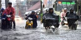 Mưa như trút nước khiến giao thông Sài Gòn tê liệt suốt cả tiếng