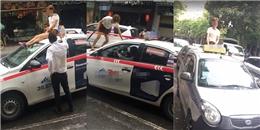 """Thiếu nữ """"ngáo đá"""" chặn taxi leo lên nóc xe ngắm đường phố Hà Nội"""