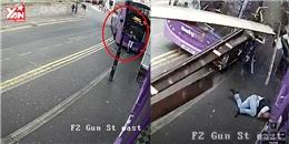 Hết hồn với hành động của người đàn ông sau khi bị xe bus đâm