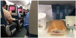 Cộng đồng mạng xôn xao vị khách cất bánh mì trên máy bay đem về