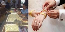 Người cha già và xấp tiền lẻ đi mua vàng làm của hồi môn cho con