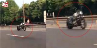 Mô tô ma  không người lái vẫn chạy trên đường cao tốc giữa ban ngày