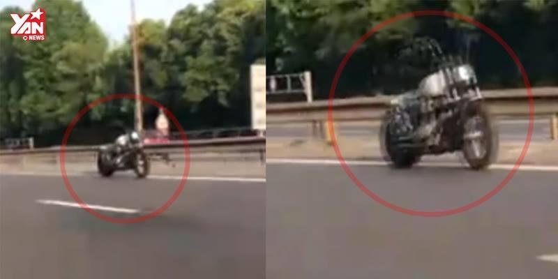 """""""Mô tô ma"""" không người lái vẫn chạy trên đường cao tốc giữa ban ngày"""