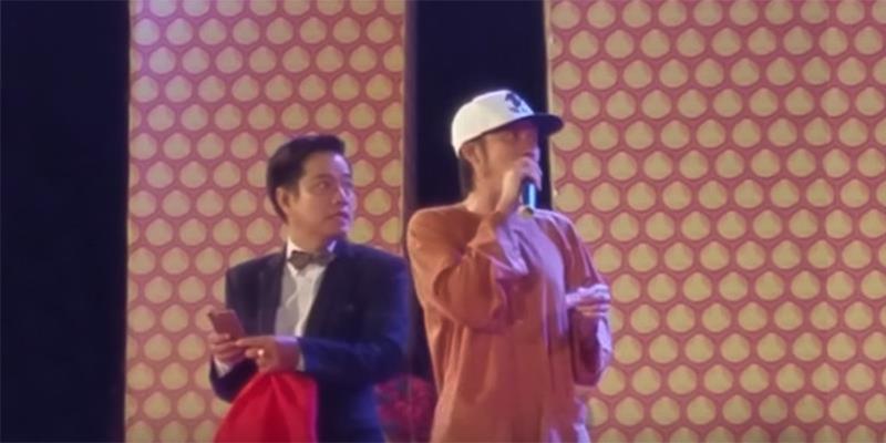 """Bị ném đá lên sân khấu, Hoài Linh """"dẹp loạn"""" chỉ với 2 câu nói"""