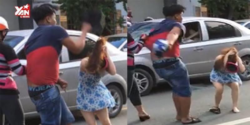 Va chạm giao thông, nam thanh niên dùng mũ bảo hiểm đập đầu cô gái