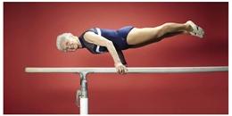 'Ngả mũ' với cụ bà 91 tuổi vẫn làm vận động viên thể dục dụng cụ