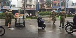 CSGT giúp người lao động dọn thức ăn thừa bị đổ trên đường phố
