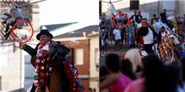 Kinh dị lễ hội thi nhau cưỡi ngựa kéo đứt đầu con ngỗng