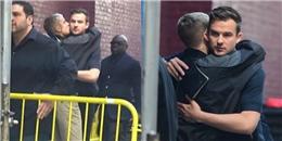 Lộ ảnh Justin Bieber hôn trai lạ đắm đuối khiến fan đứng ngồi không yên