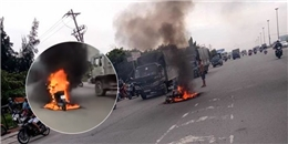 Hai thiếu nữ kinh hoàng khi phát hiện mình đang chạy trên chiếc xe bốc cháy