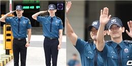 """Changmin và Siwon cười như được mùa khi được cả ngàn fan đón về """"hoàng cung"""""""