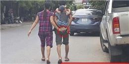 Bức ảnh 2 vợ chồng cầm tay nhau