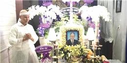 Phan Đinh Tùng đau buồn bên linh cữu cha