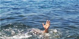 Lao xuống suối cứu hai con, cả ba mẹ con cùng chết đuối thương tâm