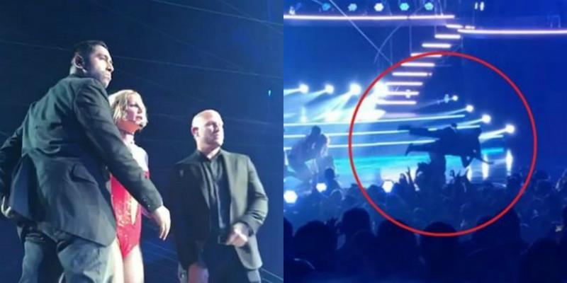 """Britney Spears hốt hoảng khi bị một người đàn ông """"quấy rối"""" ngay trên sân khấu"""