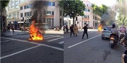 Hà Nội: Xe tay ga bất ngờ cháy dữ dội giữa đường khiến nhiều người hốt hoảng