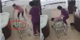 Cảnh đáng sợ: Hộ lý mạnh tay làm lật chiếc xe đẩy khiến em bé sơ sinh rơi xuống đất